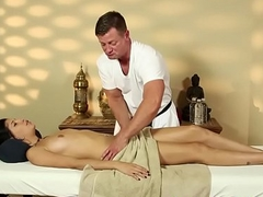 Seductive knockout facefucked by say no to masseuse