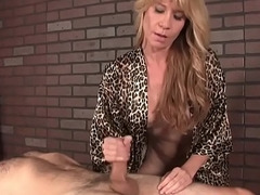 Mature masseur withholds her custom oragsm